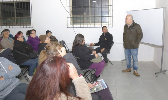 Parte Capacitación para Preparar a Profesionales de Quilpué para Encuesta a Establecimientos Escolares En Base a Método Islandés